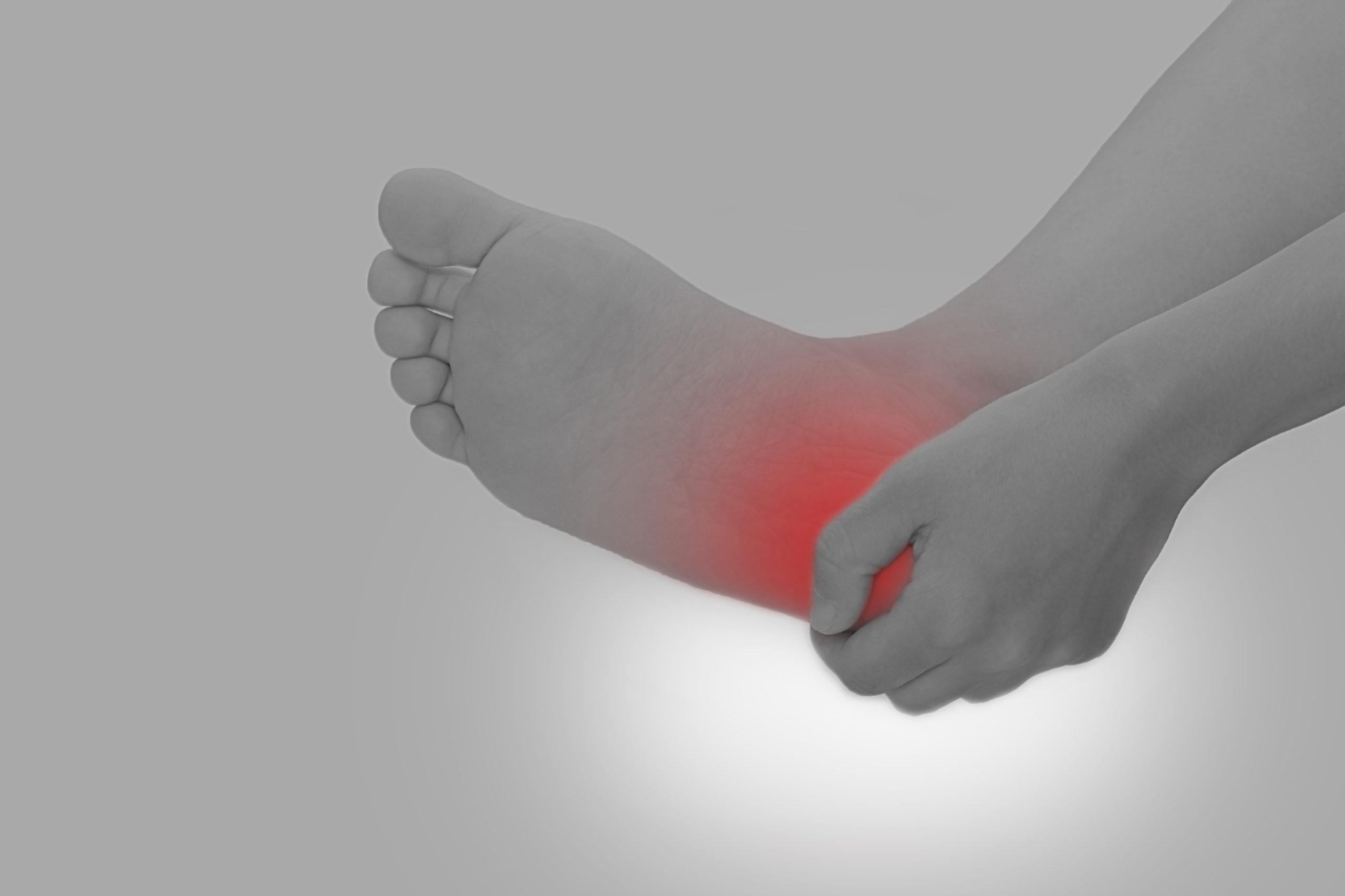 足裏や足首の痛みは偏平足から?偏平足の影響をご紹介